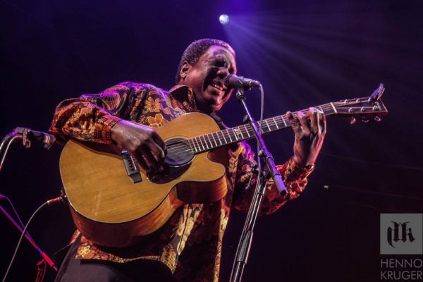 Vusi Mahlasela @ Coca Cola Dome 01 600x400 Photo Album: Dave Matthews Band Live in Johannesburg