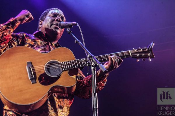 Vusi Mahlasela @ Coca Cola Dome 02 600x400 Photo Album: Dave Matthews Band Live in Johannesburg
