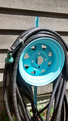 Tire-Rim-Hose-Reel 6 DIY ideas with old car parts
