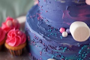 6 Advantages of Ordering Cake Online