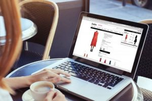 6 Useful Tips for Buying Clothes Online